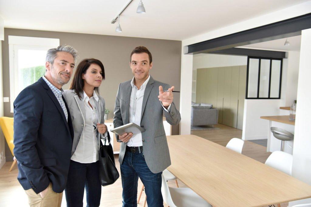 Cinq raisons d'aller en agence pour acheter une maison